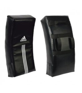 Adidas Curved Kick shield trap en stootkussen